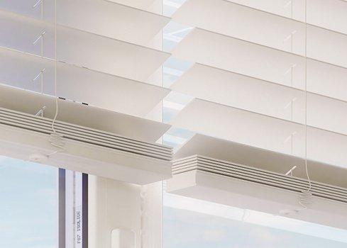 3. Hang nieuwe raamdecoratie op