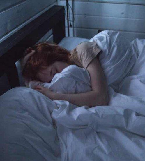 5. Beter slapen met verduisterende raamdecoratie