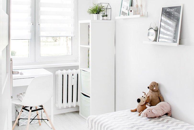 Witte, neutrale en rustige kinderkamer