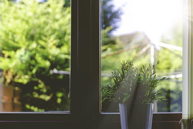 Een koelere ruimte met raamdecoratie