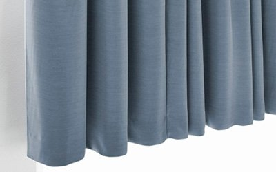 Verduisterende blauwe gordijnen