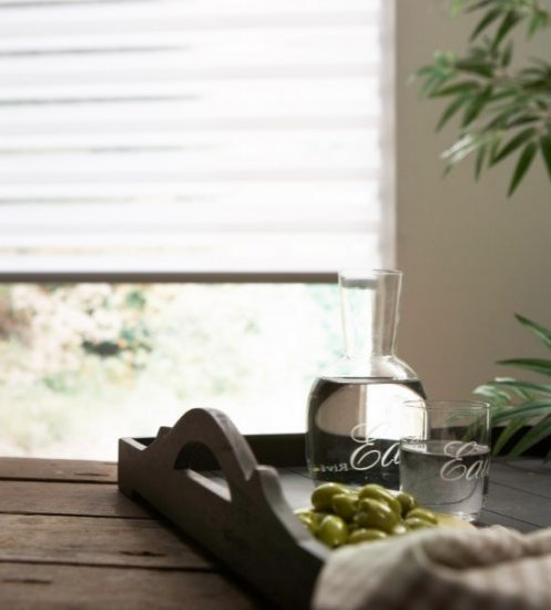 Lichtdoorlatende raamdecoratie voor een zacht licht