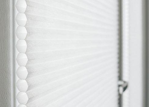 Raamdecoratie voor een deur met glas