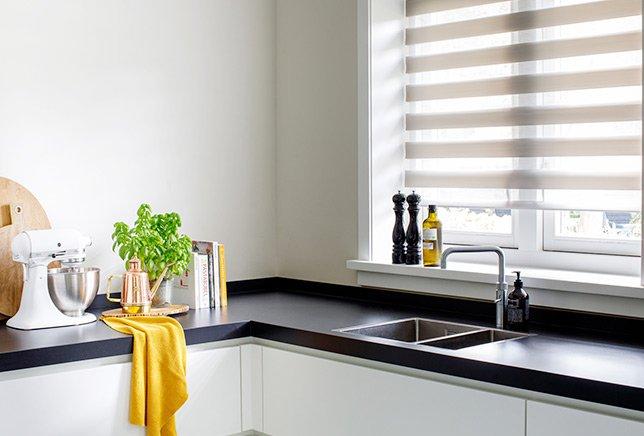 Raamdecoratie voor de keuken